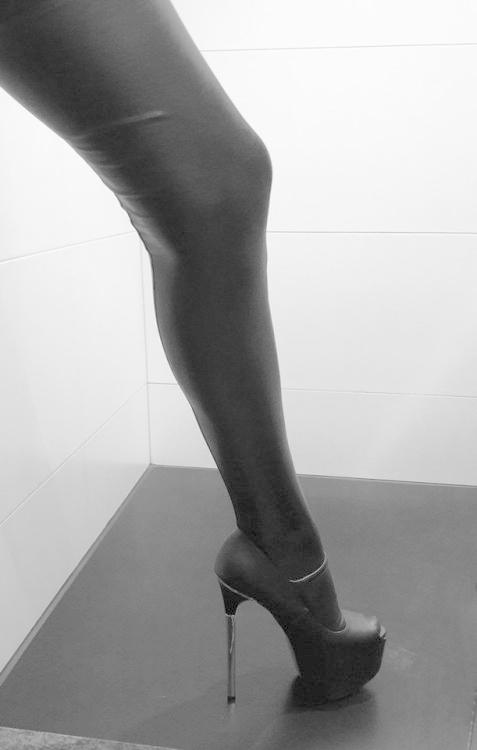 his-little-monster-blog:Do you like it? :-) yes! :) #highheels...